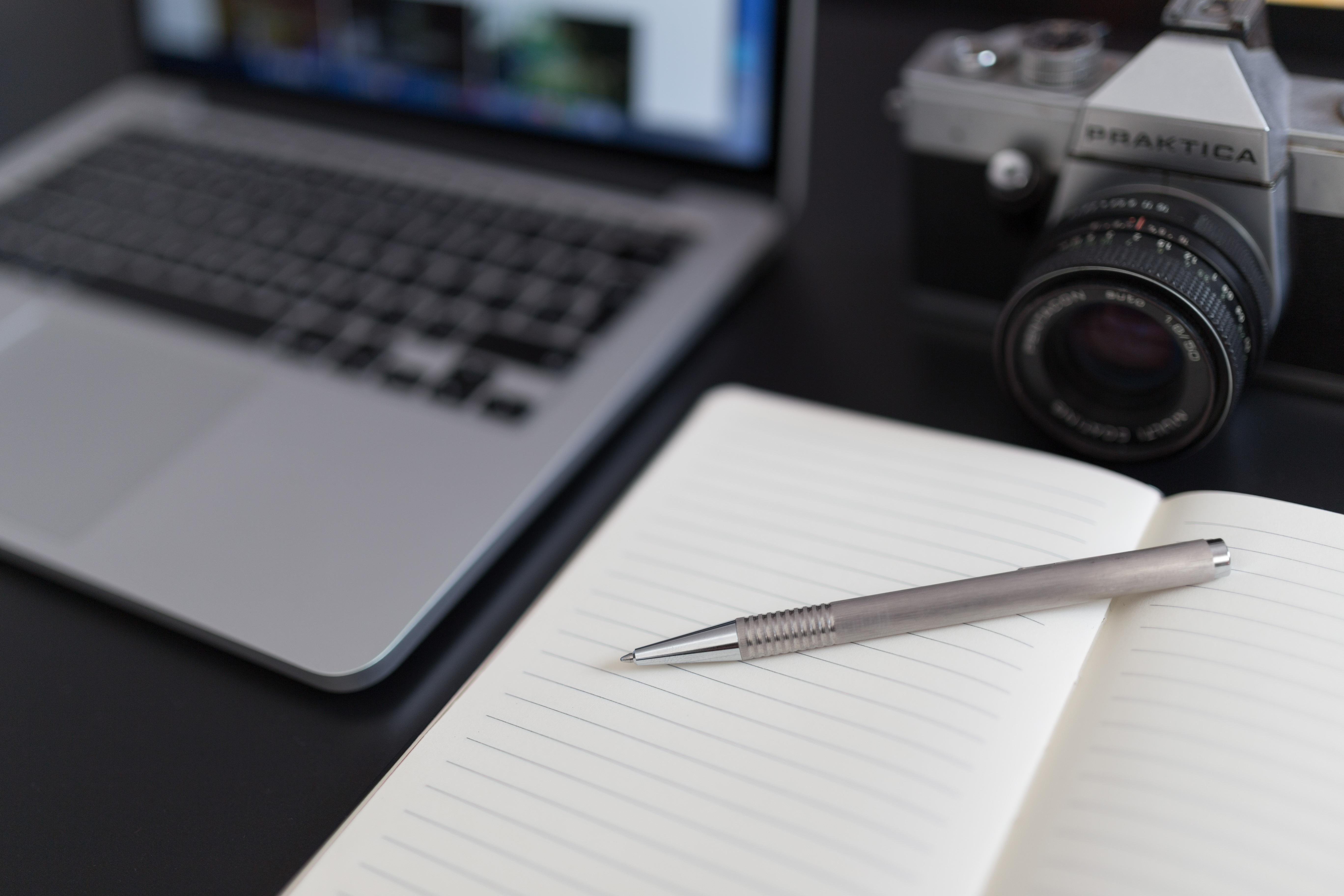 Laptop desk notebook computer macbook writing 698649 pxhere.com