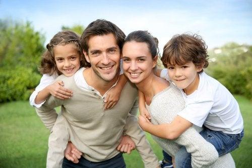 Valores de una familia feliz 500x334